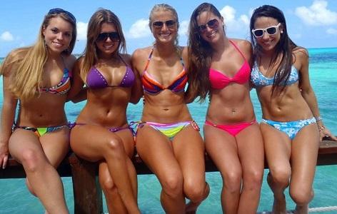 "Jacrews7, ""Bikini Girls"", CC BY 2.0"