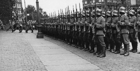 """RV1864, """"German troops (wehrmacht) on parade"""", CC BY-NC-ND 2.0"""